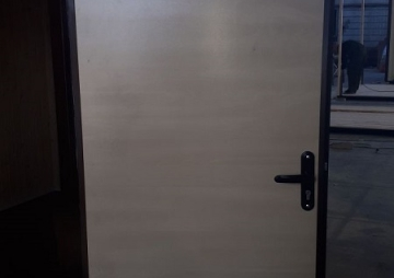 Открытая дверь